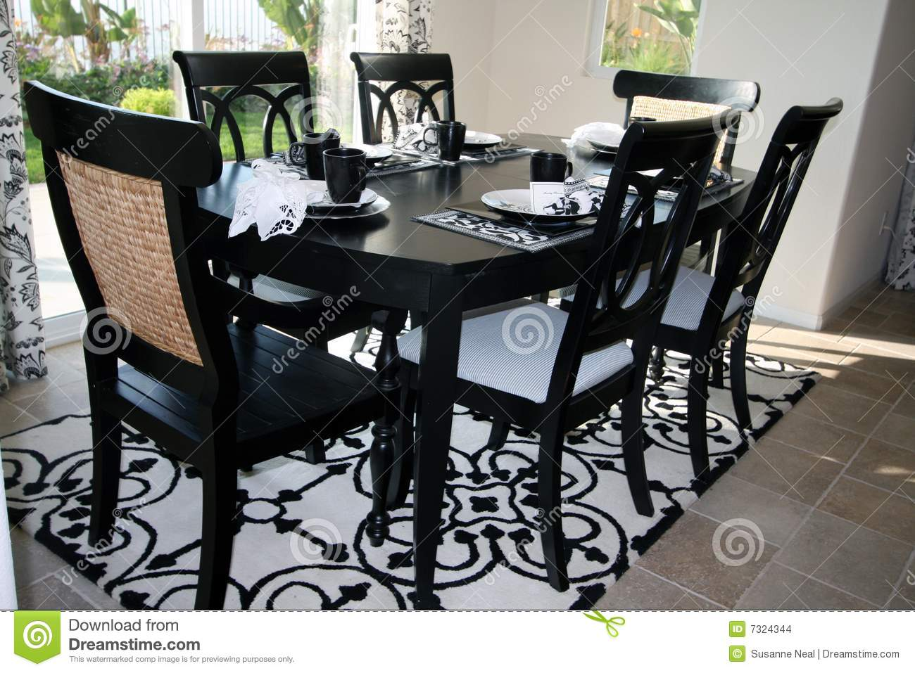 Black and white dining room sets - Dining Room With Round Dining Table