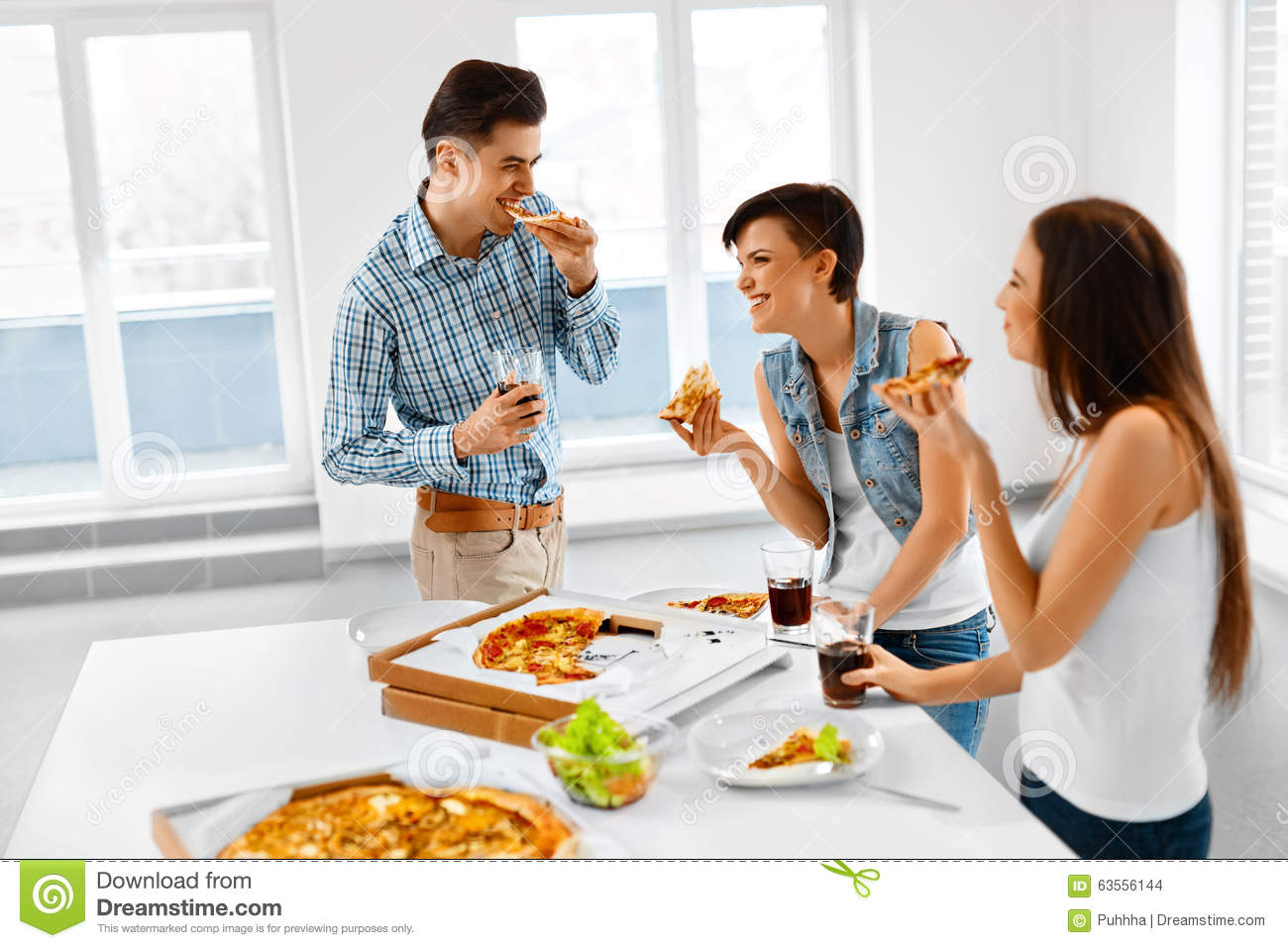 eating home and eating out Weight eating at home may help keep you from gaining weight eating out regularly may make you more likely to be overweight, obese or have a higher waist circumference, according to a review article published in 2012 in critical reviews in food science and nutrition.