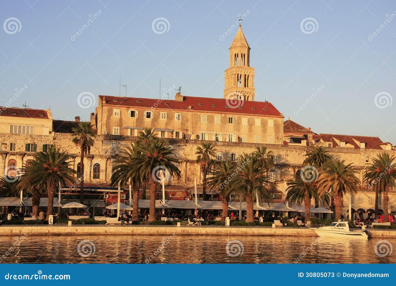 Diocletians slott, kluven strand
