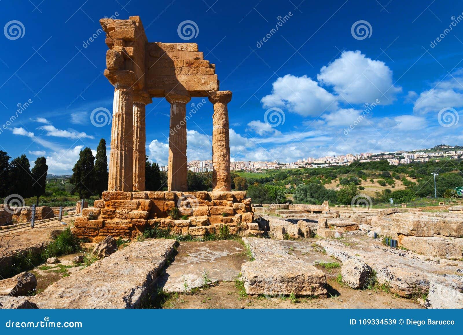 Dioscuri-Tempel in archäologischem Park Argrigento in Sizilien
