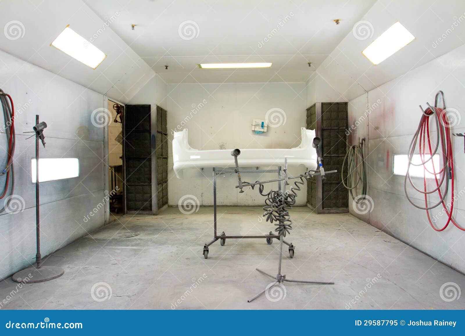 Dipinga l officina riparazioni automatica della stanza