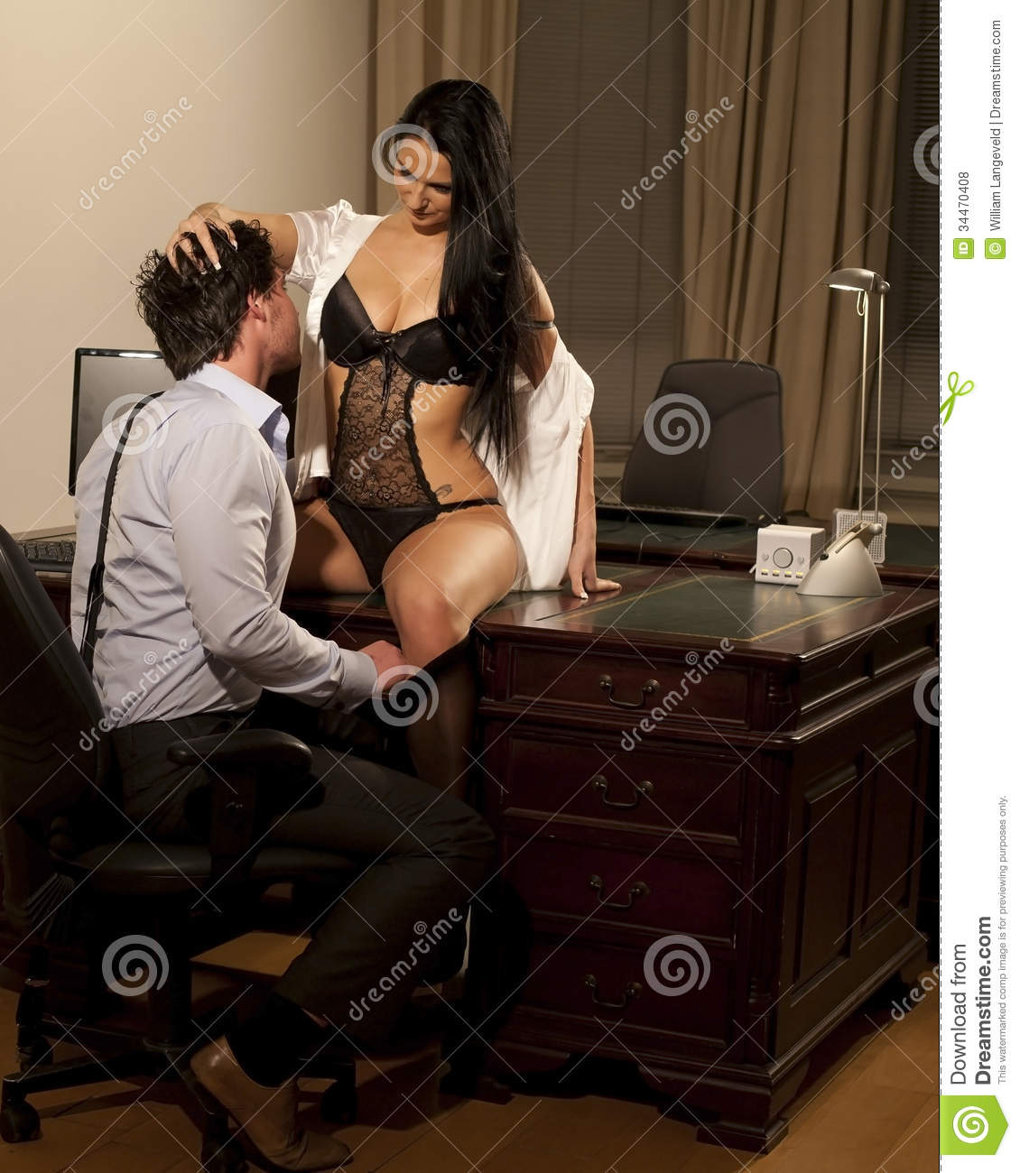 directeur et femme sexy au bureau photo stock image. Black Bedroom Furniture Sets. Home Design Ideas