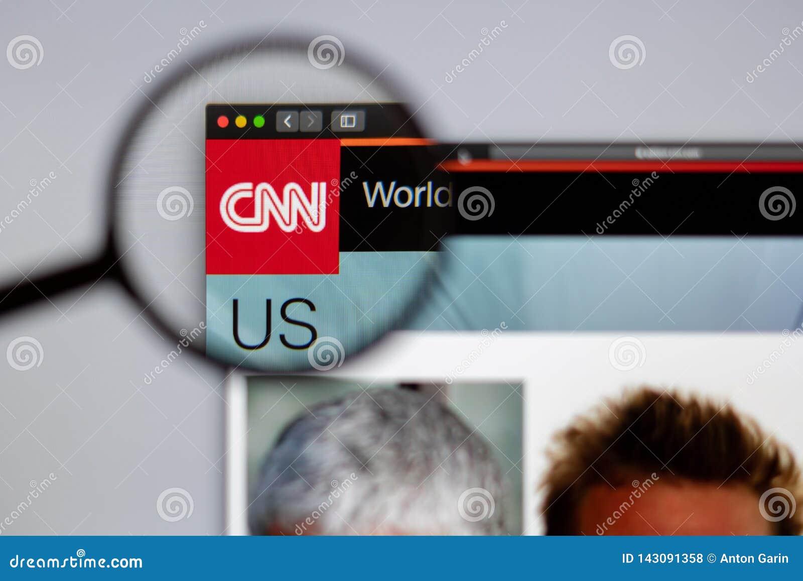 Direto visível do logotipo do canal do CNN uma lupa