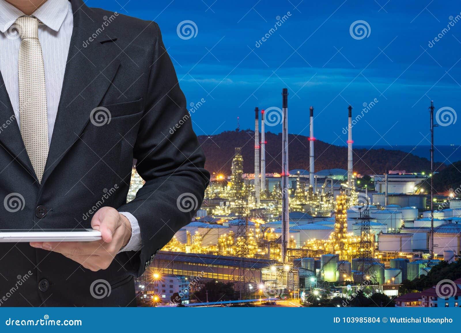 Dirigir la tableta de trabajo del control con la central eléctrica de la refinería de petróleo