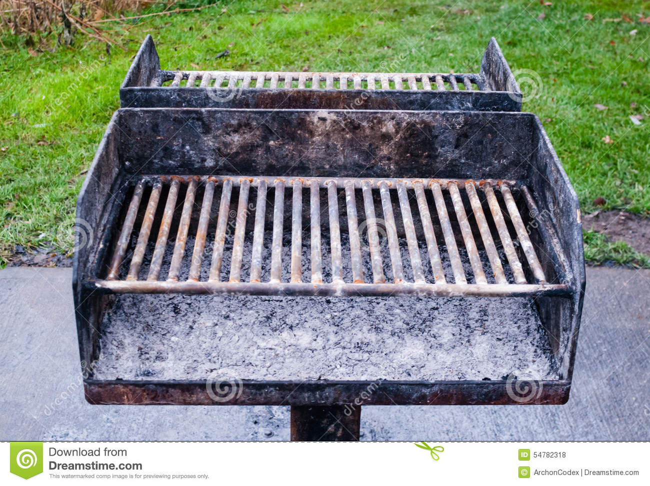Dirty metal barbecue grill with ashes stock photo image for Barbecue fai da te in ferro