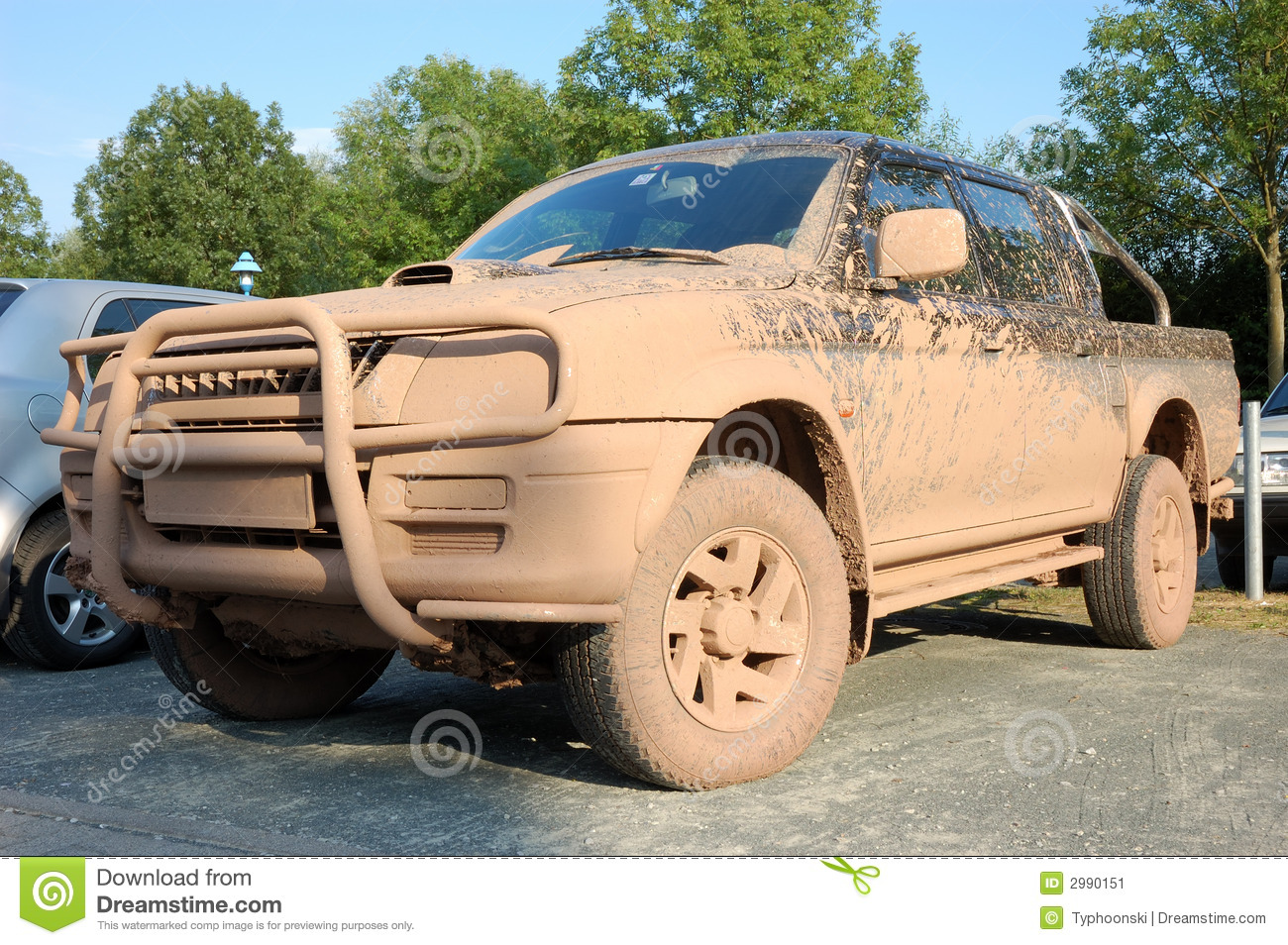dirty offroad car stock image image of dirt tires muddy 2990151. Black Bedroom Furniture Sets. Home Design Ideas