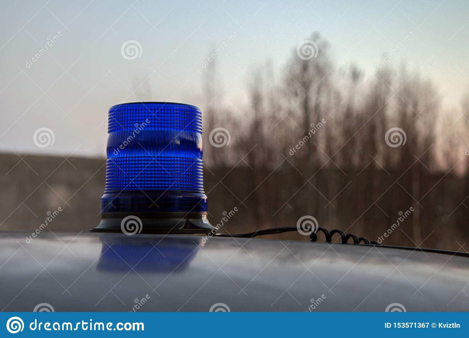 Disabled blue flasher on the roof of the car.
