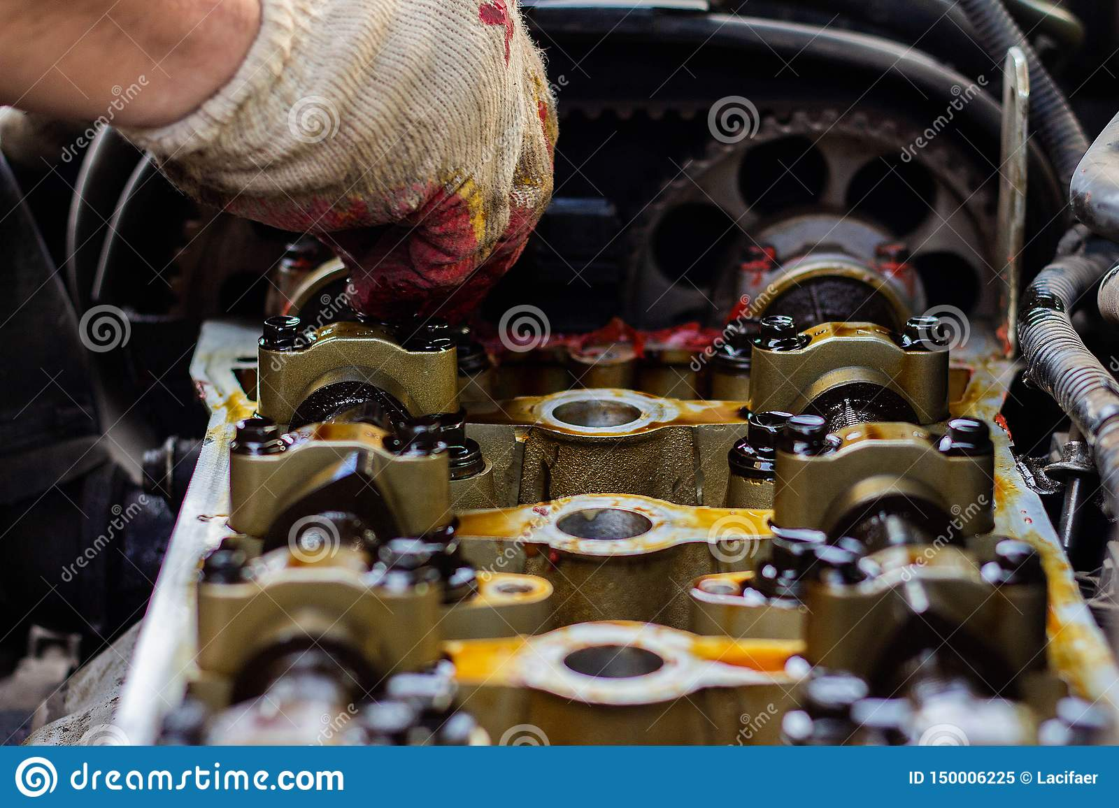 Disassembled The Internal Combustion Engine, The Hand Of The