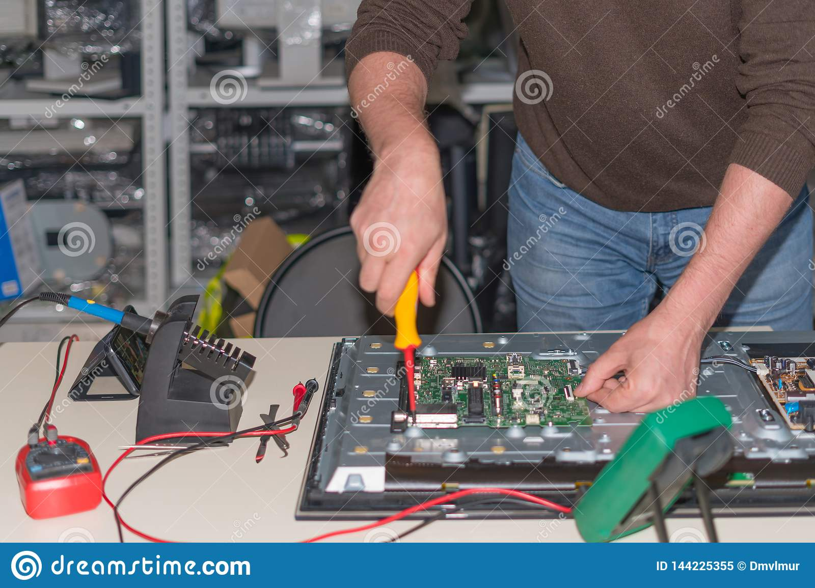 Disassembly and repair of modern LCD TV. Dismantling of the motherboard for diagnostics