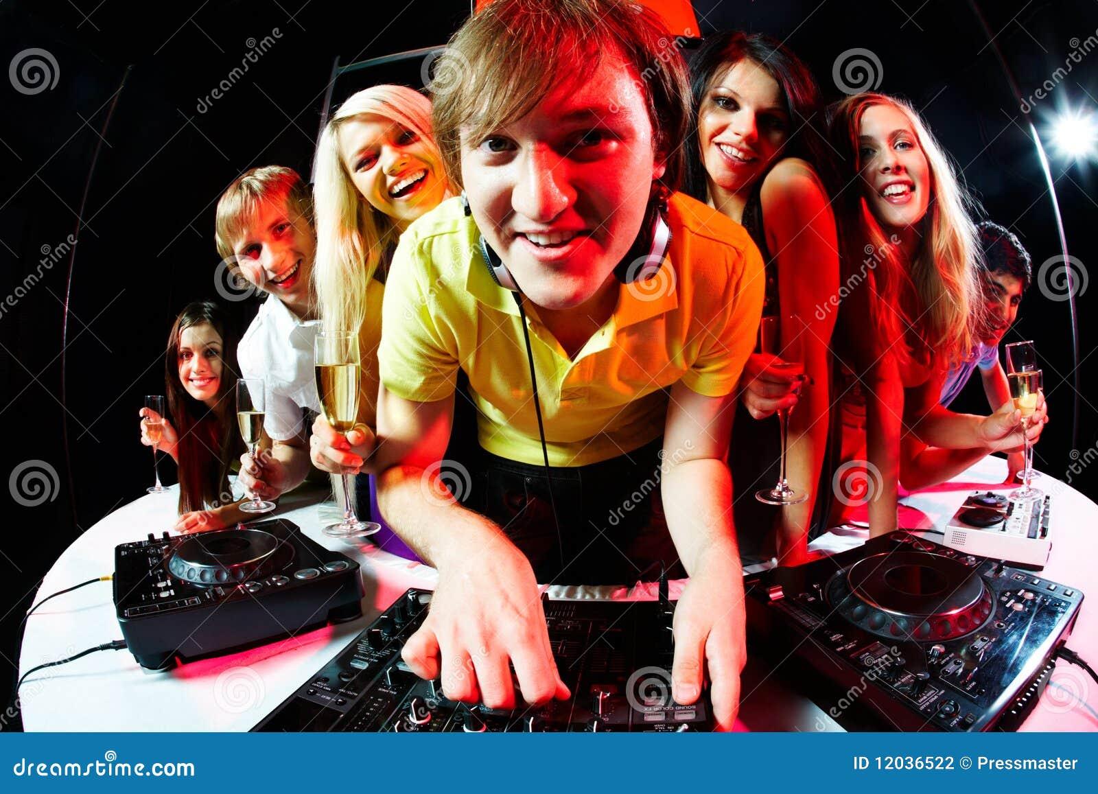 Disc-jockey et amis