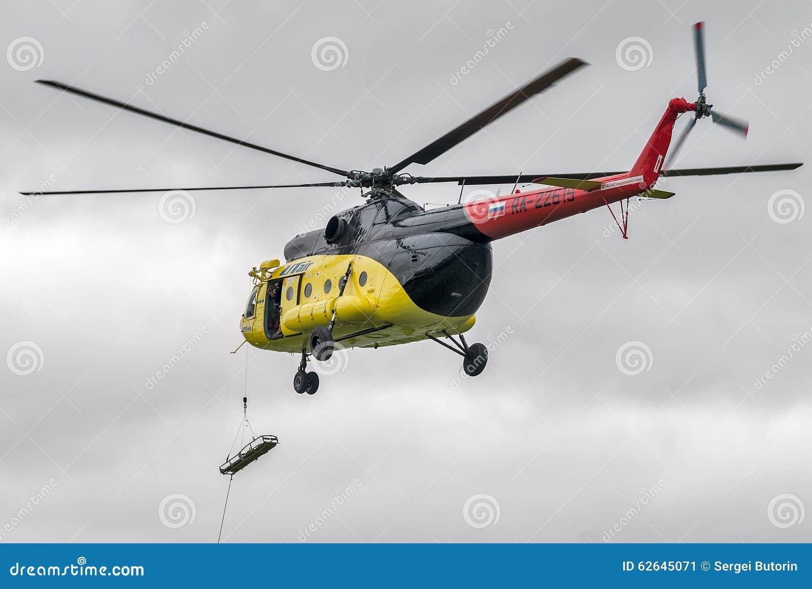 Elicottero 450 : Discesa della barella vuota dallelicottero mi 8 fotografia