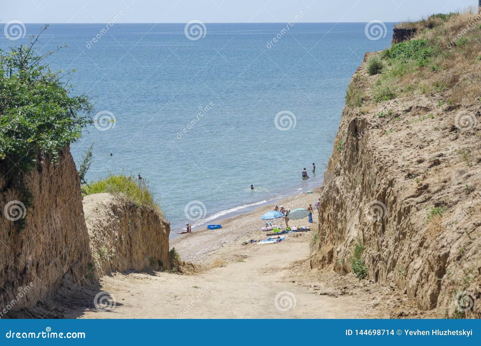 Discesa ripida alla spiaggia