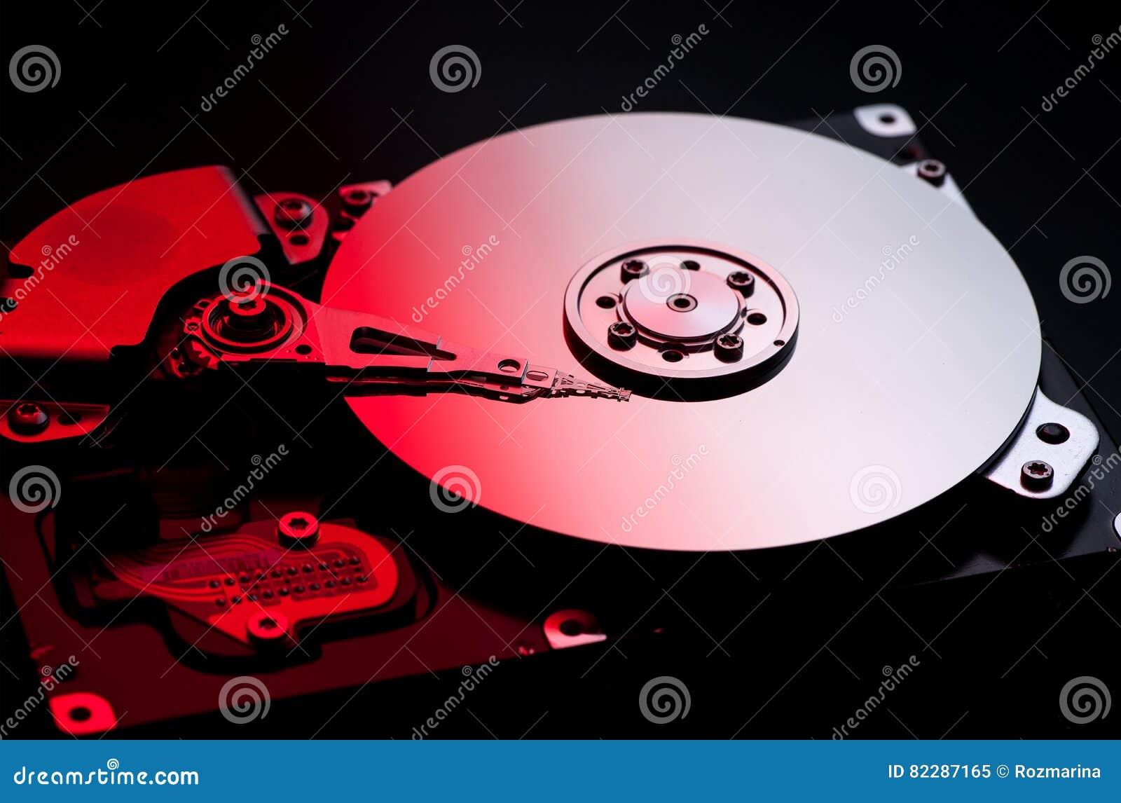 Disco duro del ordenador en el fuego