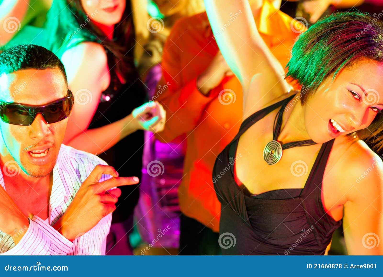 Телочки на дискотеках, Порно Вечеринки. Смотреть порно ролики онлайн 22 фотография