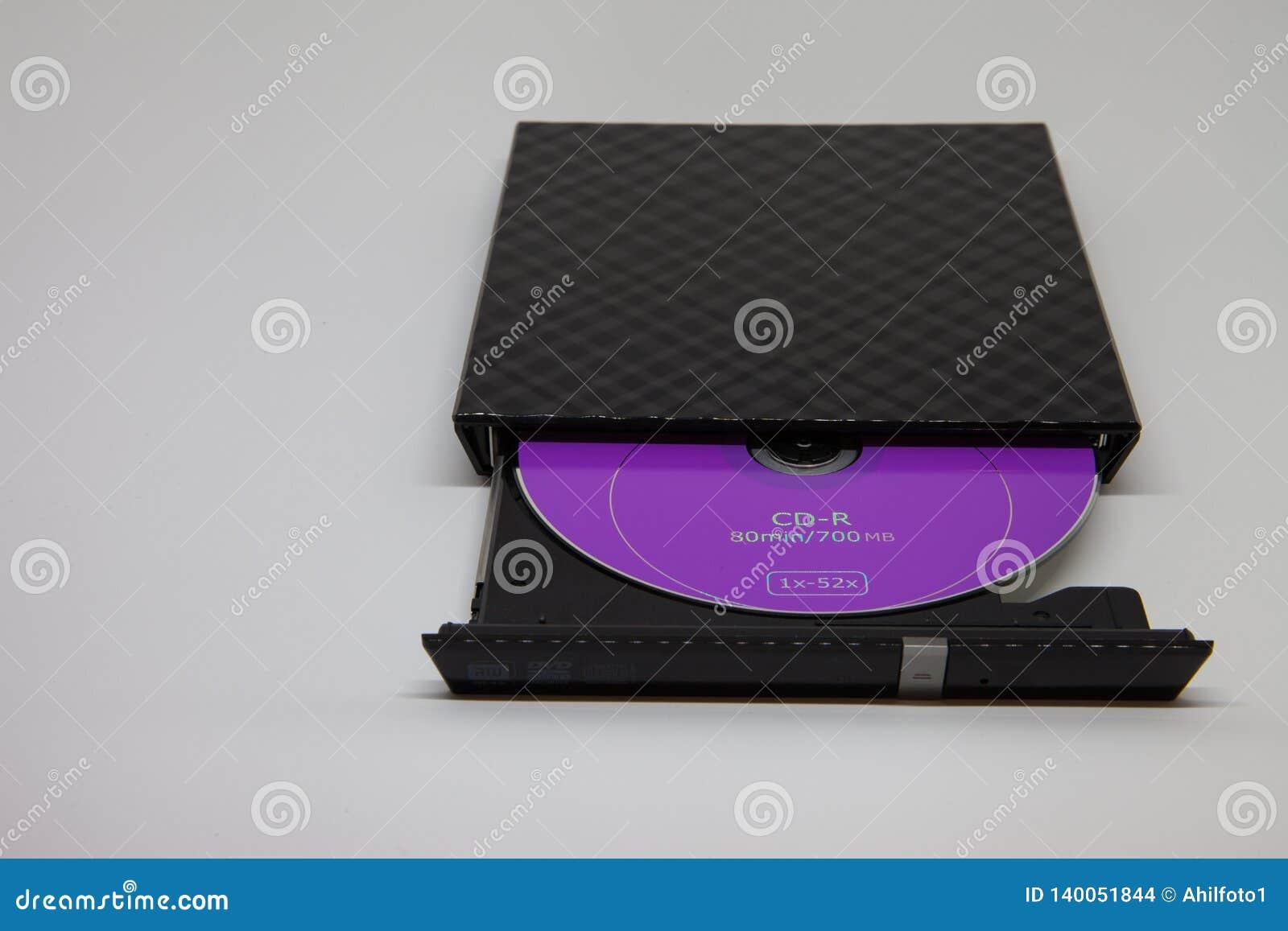 Disco roxo do CD na movimentação preta