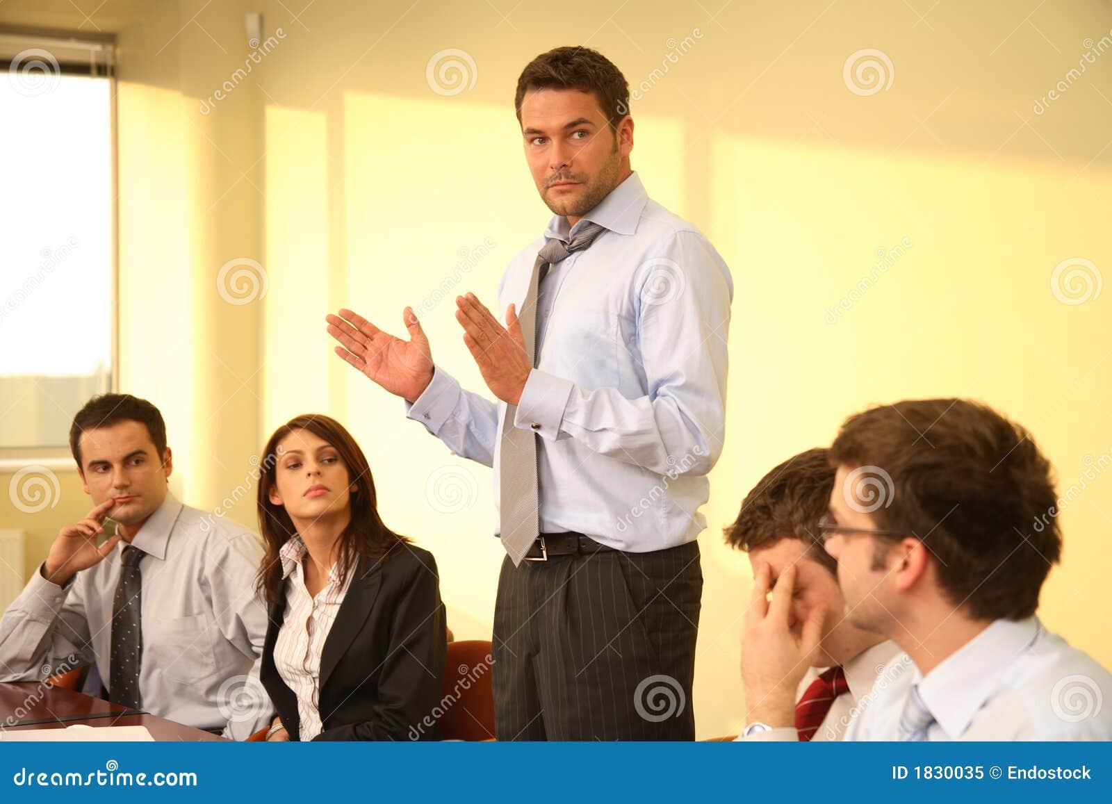 Discorso della sporgenza, riunione informale
