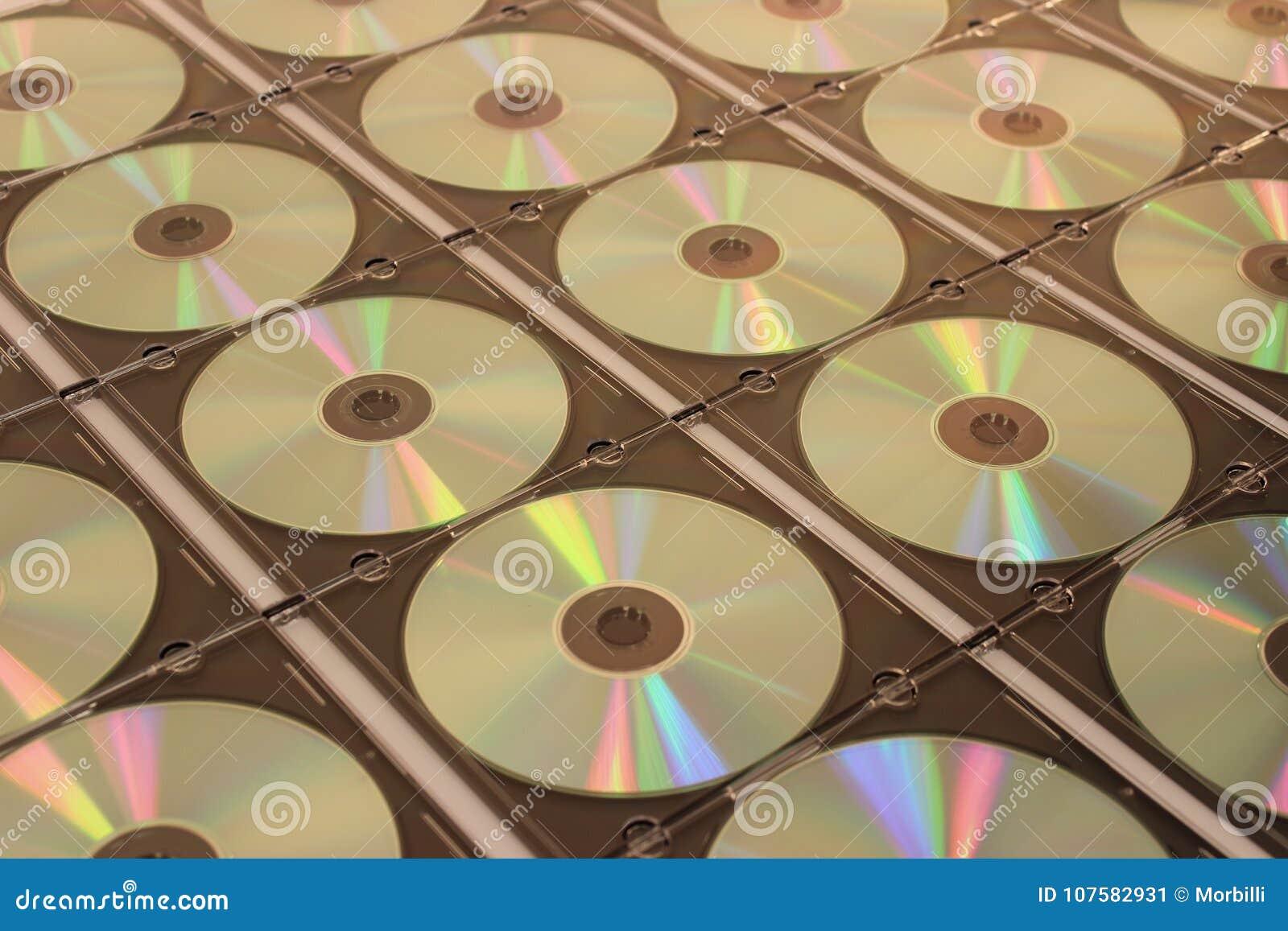 Discos CD-ROM em umas caixas plásticas