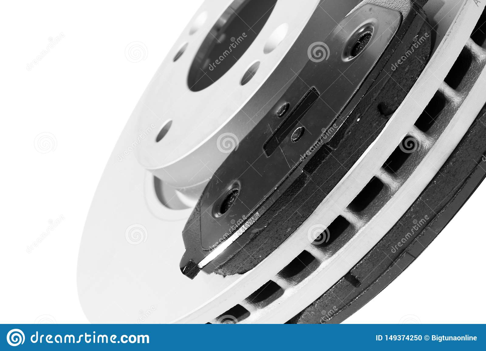 Discos e pastilhas dos freios do freio isolados no fundo branco Pe?as de autom?vel Rotor do disco do freio isolado no branco Disc