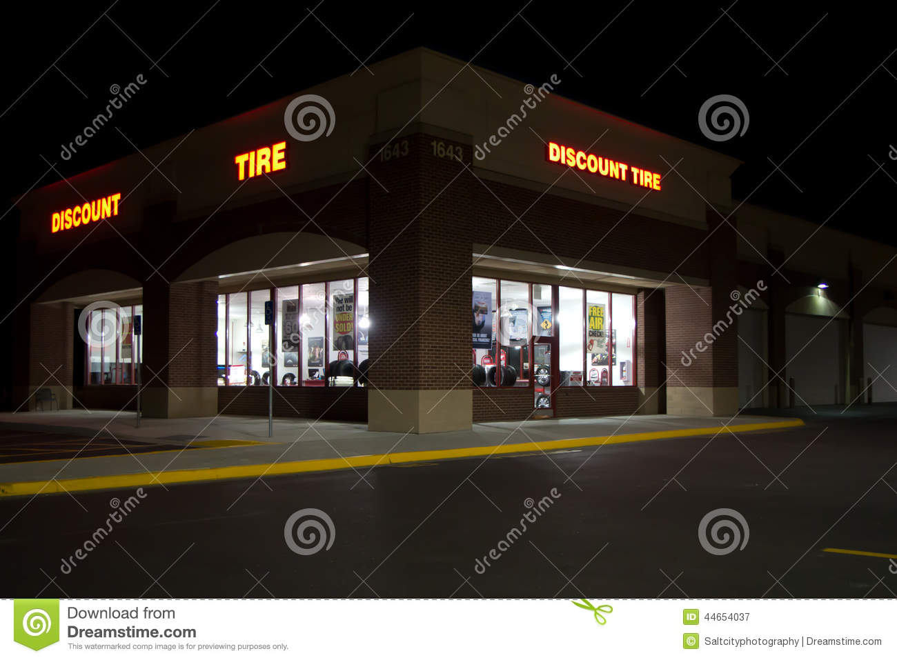 Discount Tire Utah >> Discount Tire Building Night Editorial Photography Image Of