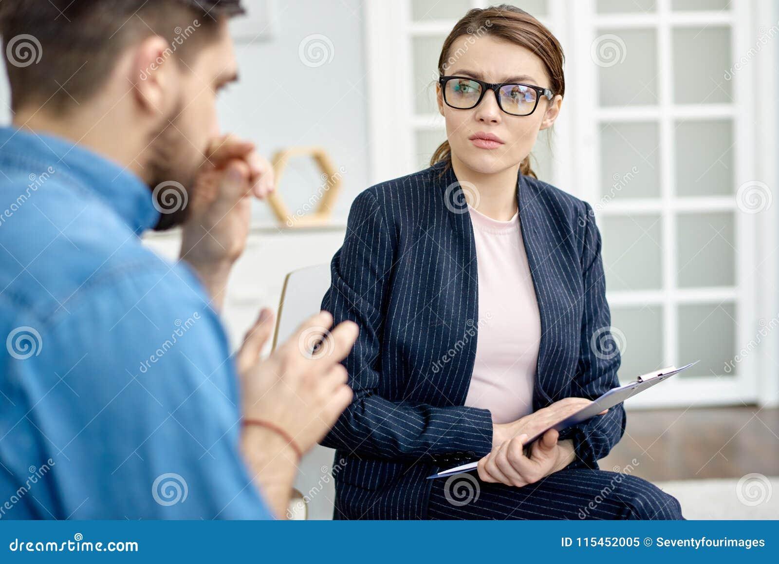 Discussão do problema com psicólogo talentoso