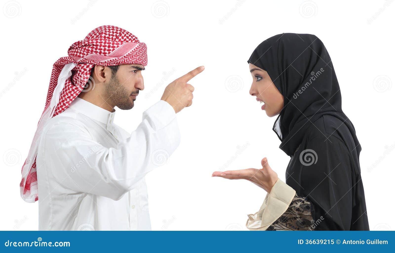 Discussion arabe de couples fâchée