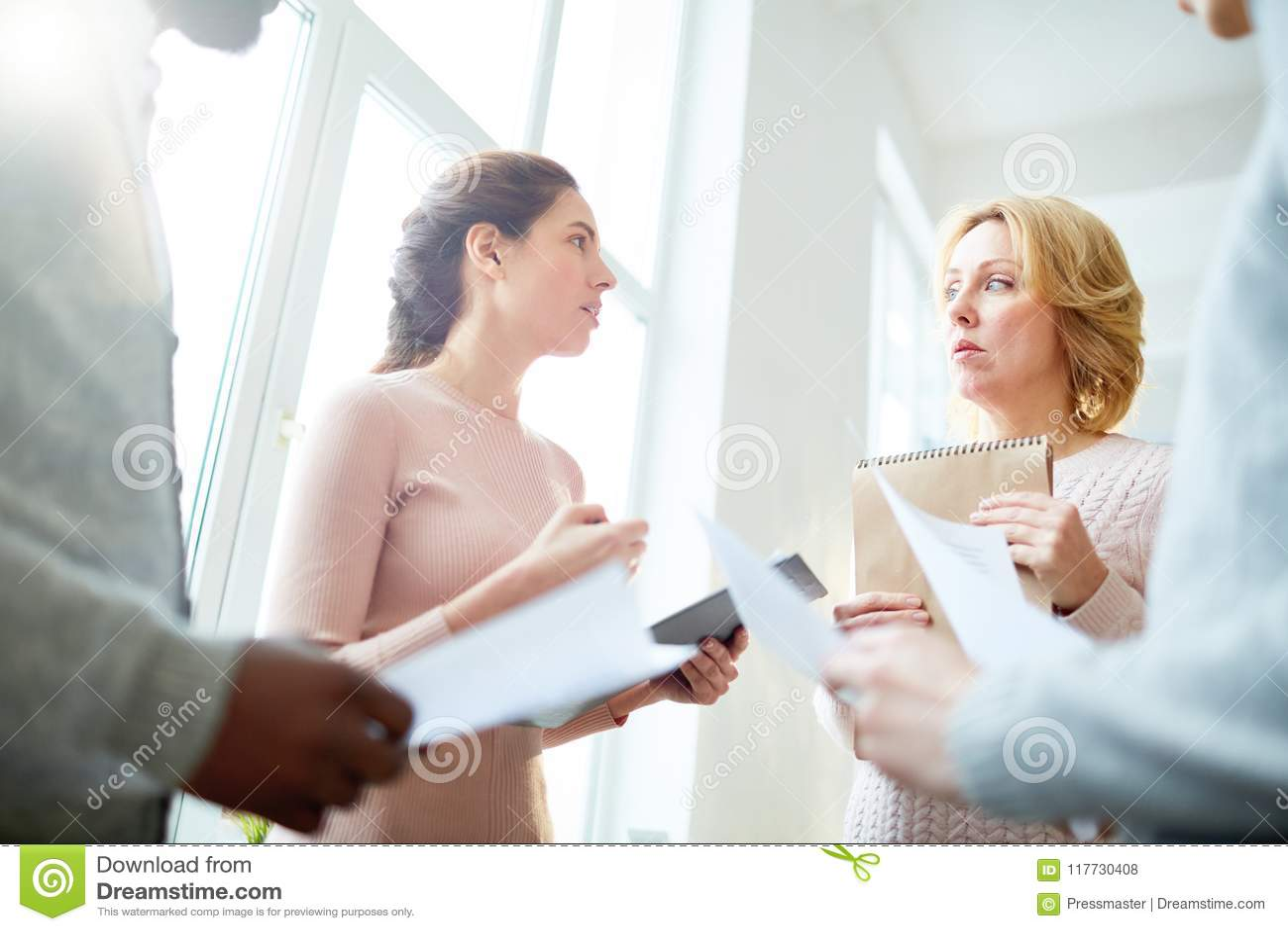 Discussion des résultats de travail avec des collègues