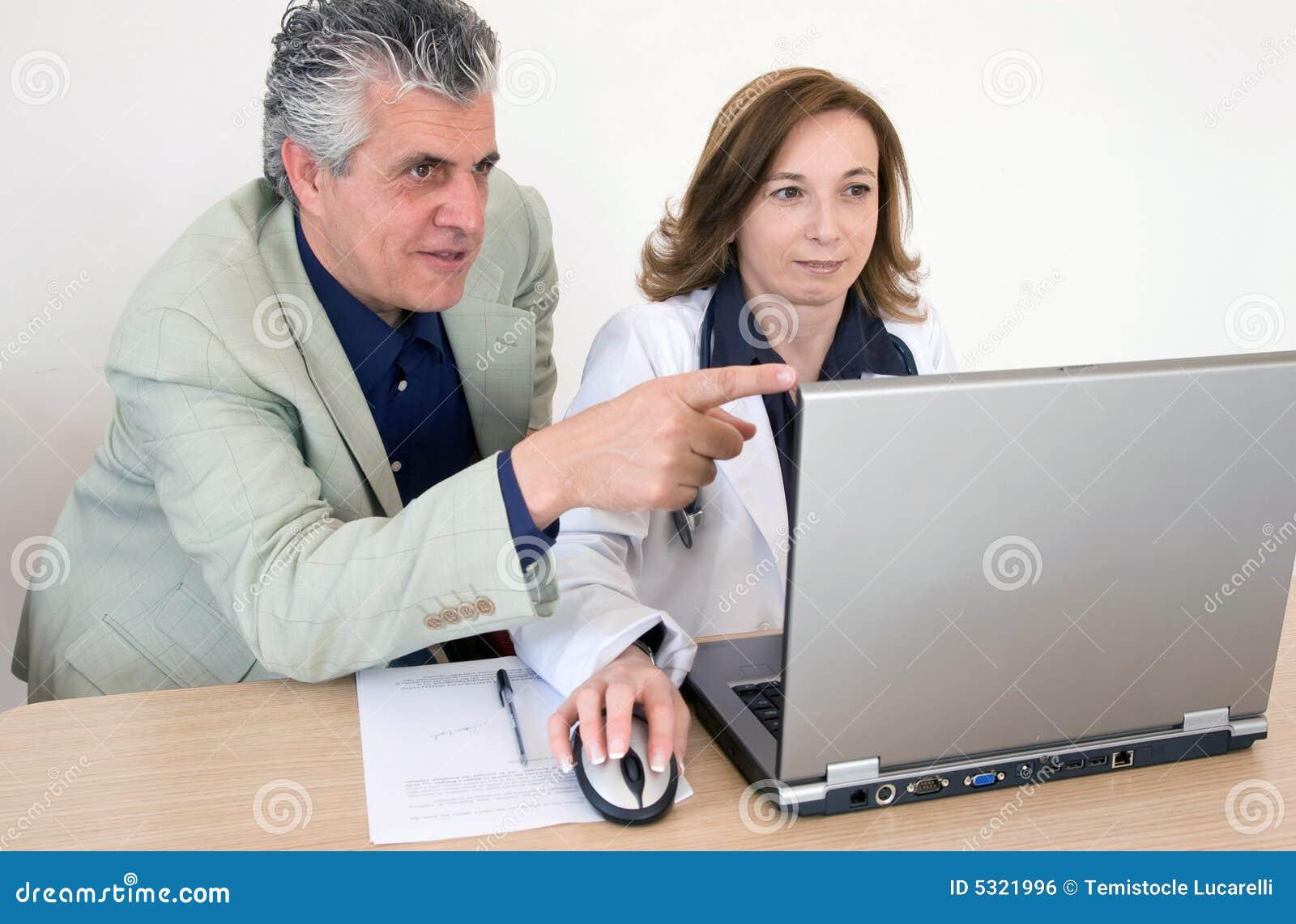 Download Discussione Della Radiografia Fotografia Stock - Immagine di impiegato, chirurgia: 5321996