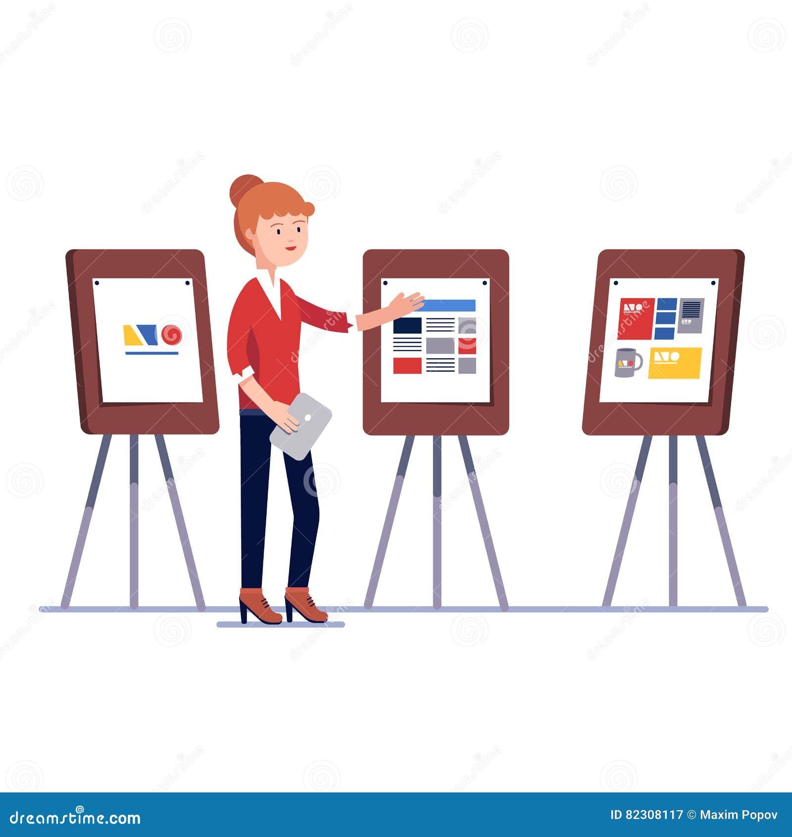 Diseñador gráfico de comercialización que muestra proyecto de diseño