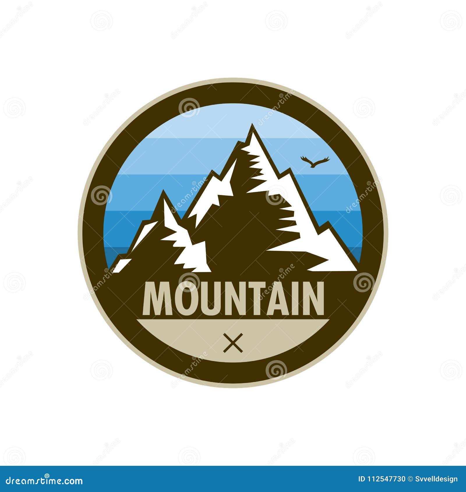 Diseño azul de la insignia del escudo de la aventura del pico de montaña