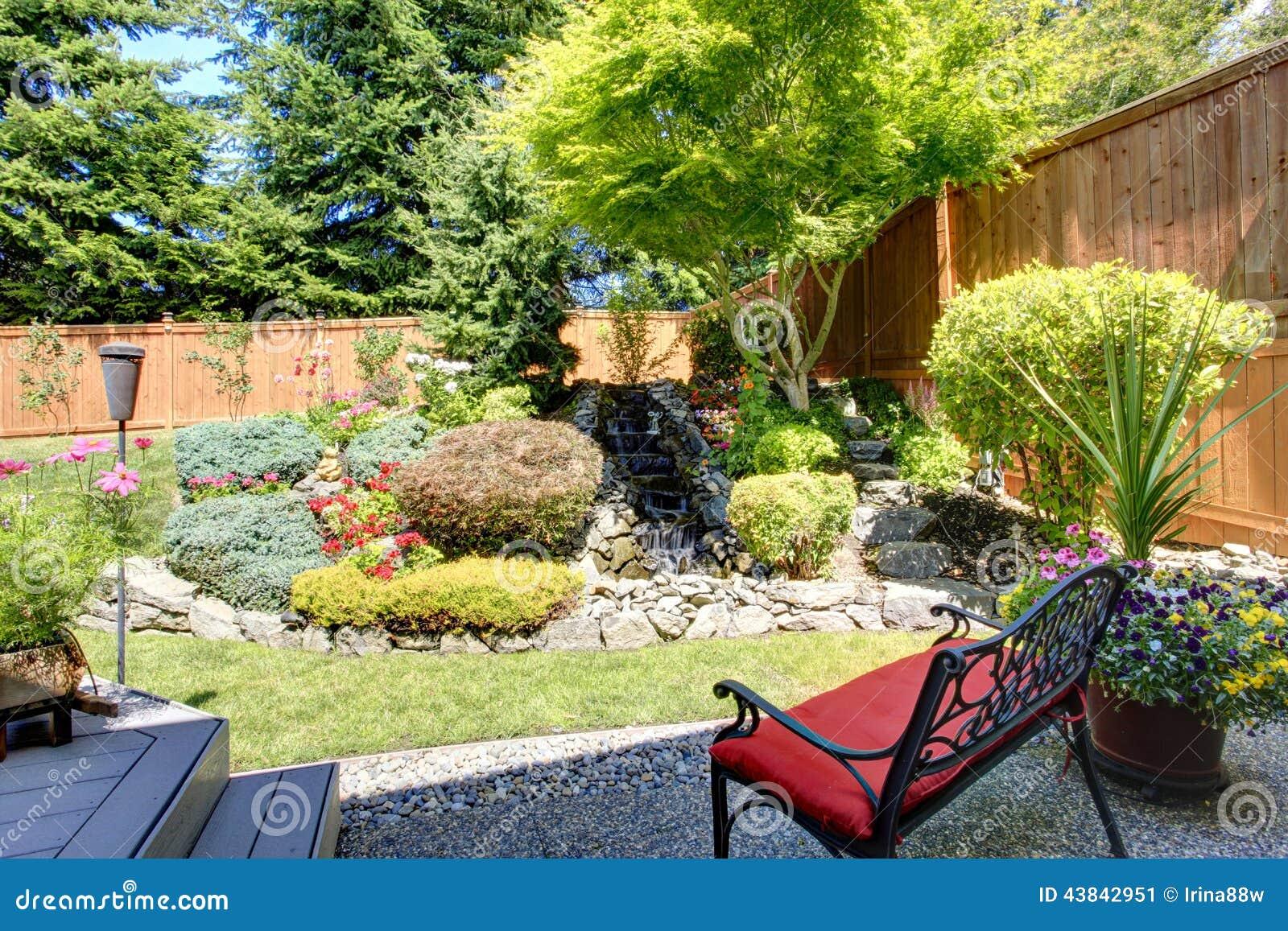 Dise o hermoso del paisaje para el jard n del patio for Diseno de paisajes y jardines