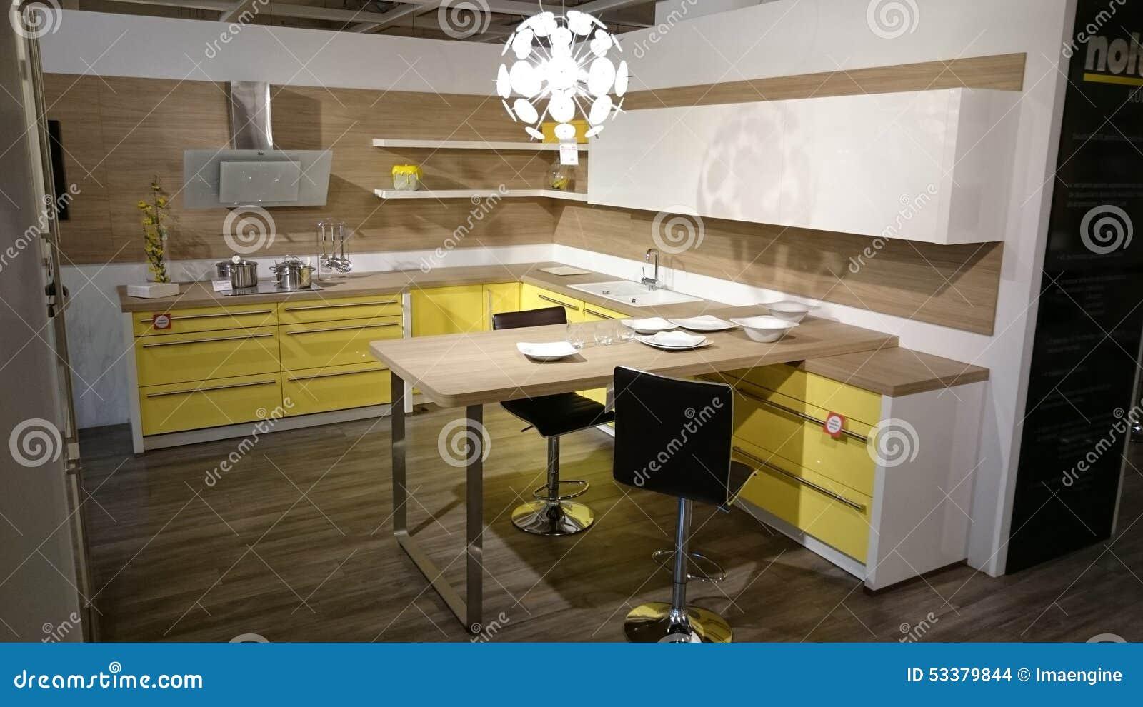 Diseño Interior Casero: Muebles Modernos De La Cocina Imagen de ...