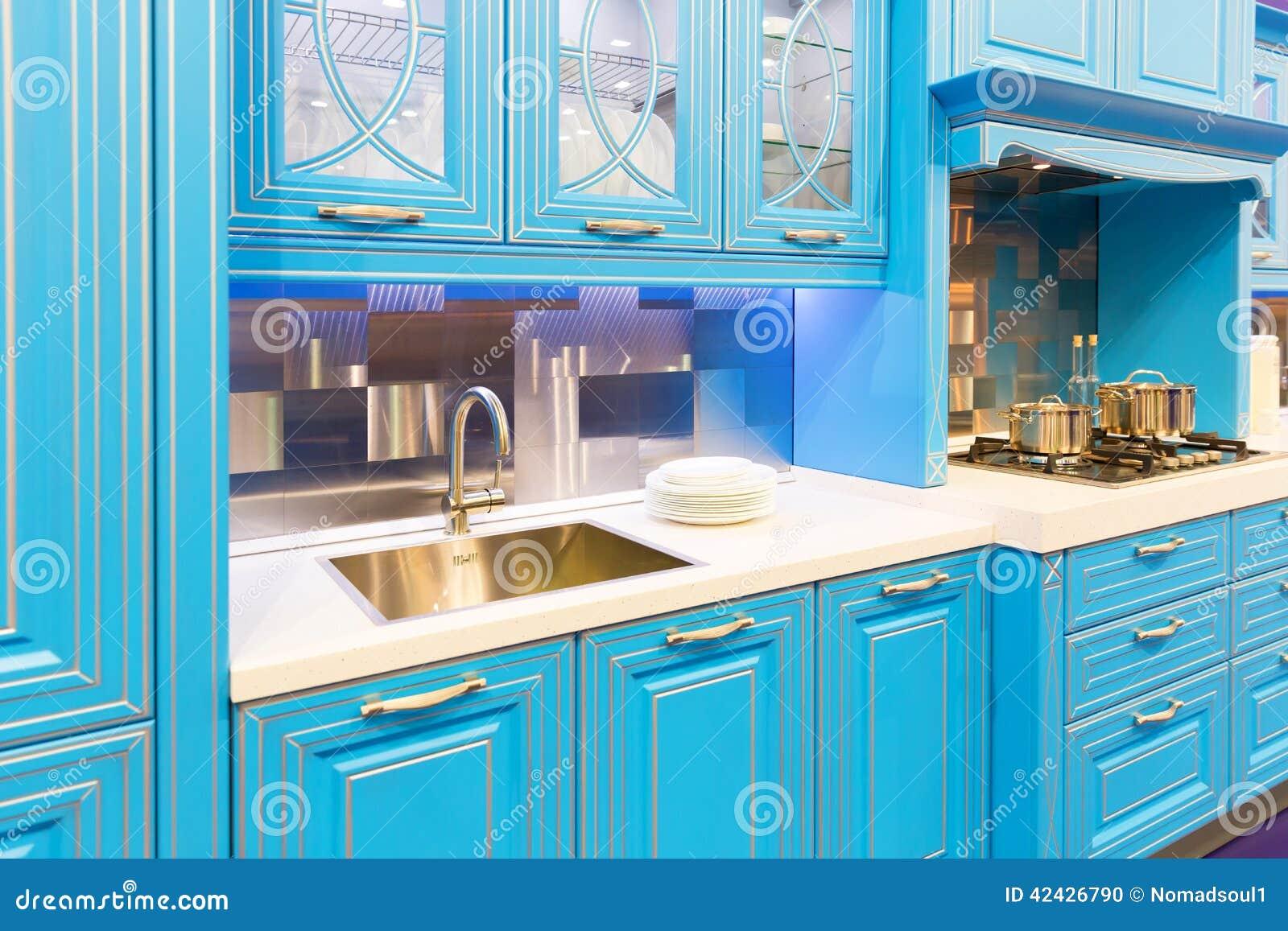 Diseño interior de la cocina de encargo hermosa de madera