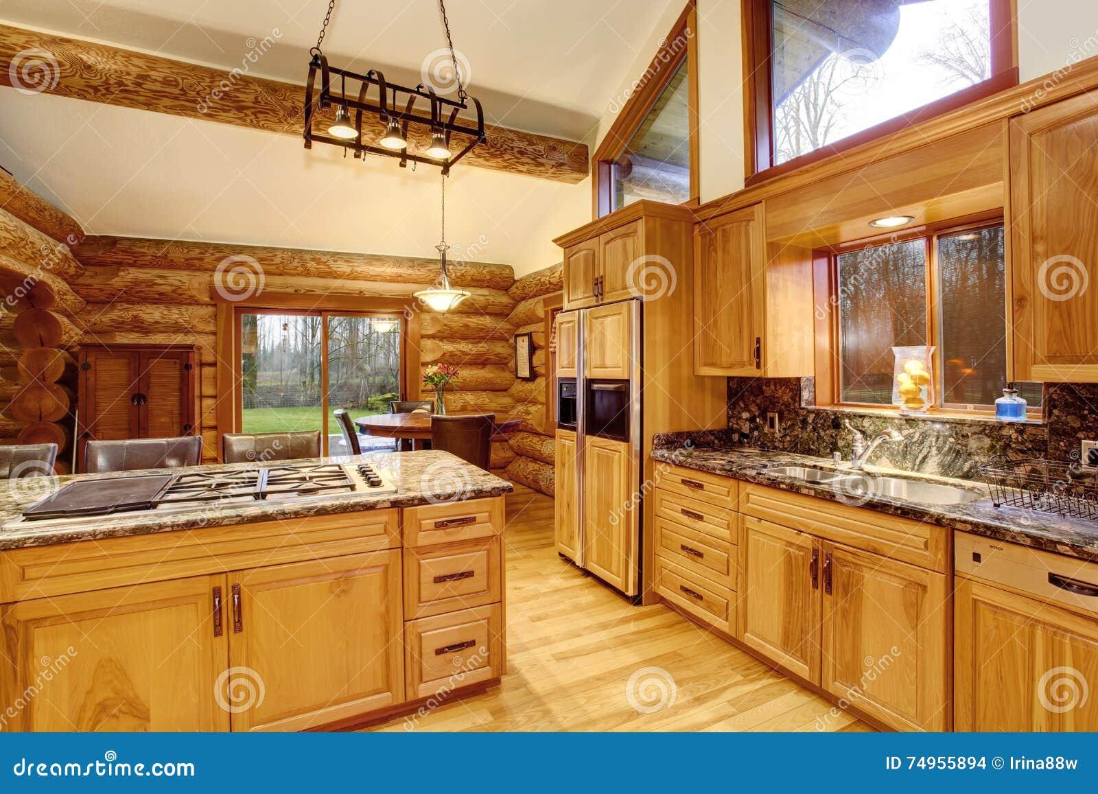 Dise o interior de la cocina de la caba a de madera con for Disenos de gabinetes de cocina en madera