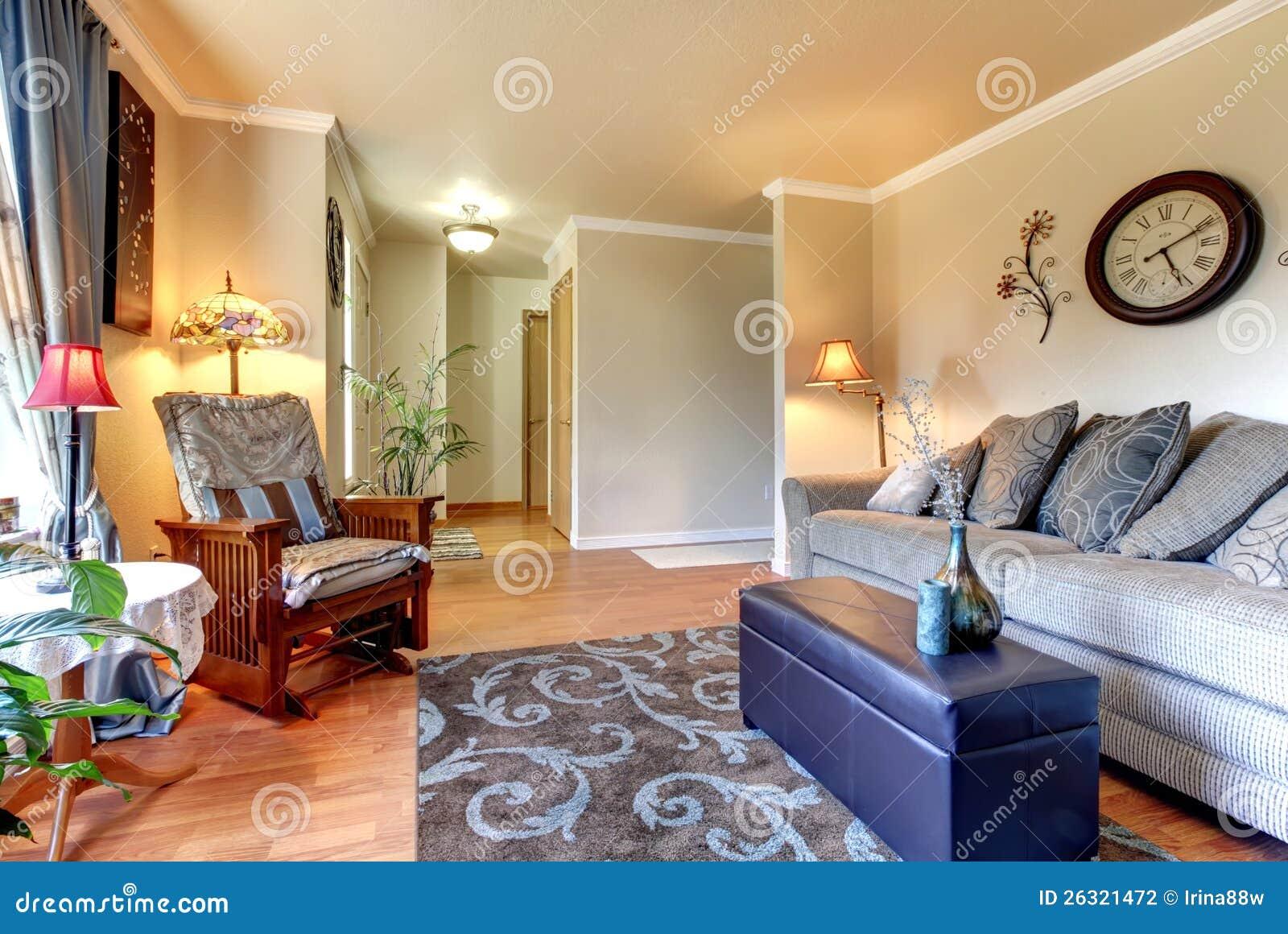 Diseño interior de la sala de estar clásica elegante y simple.