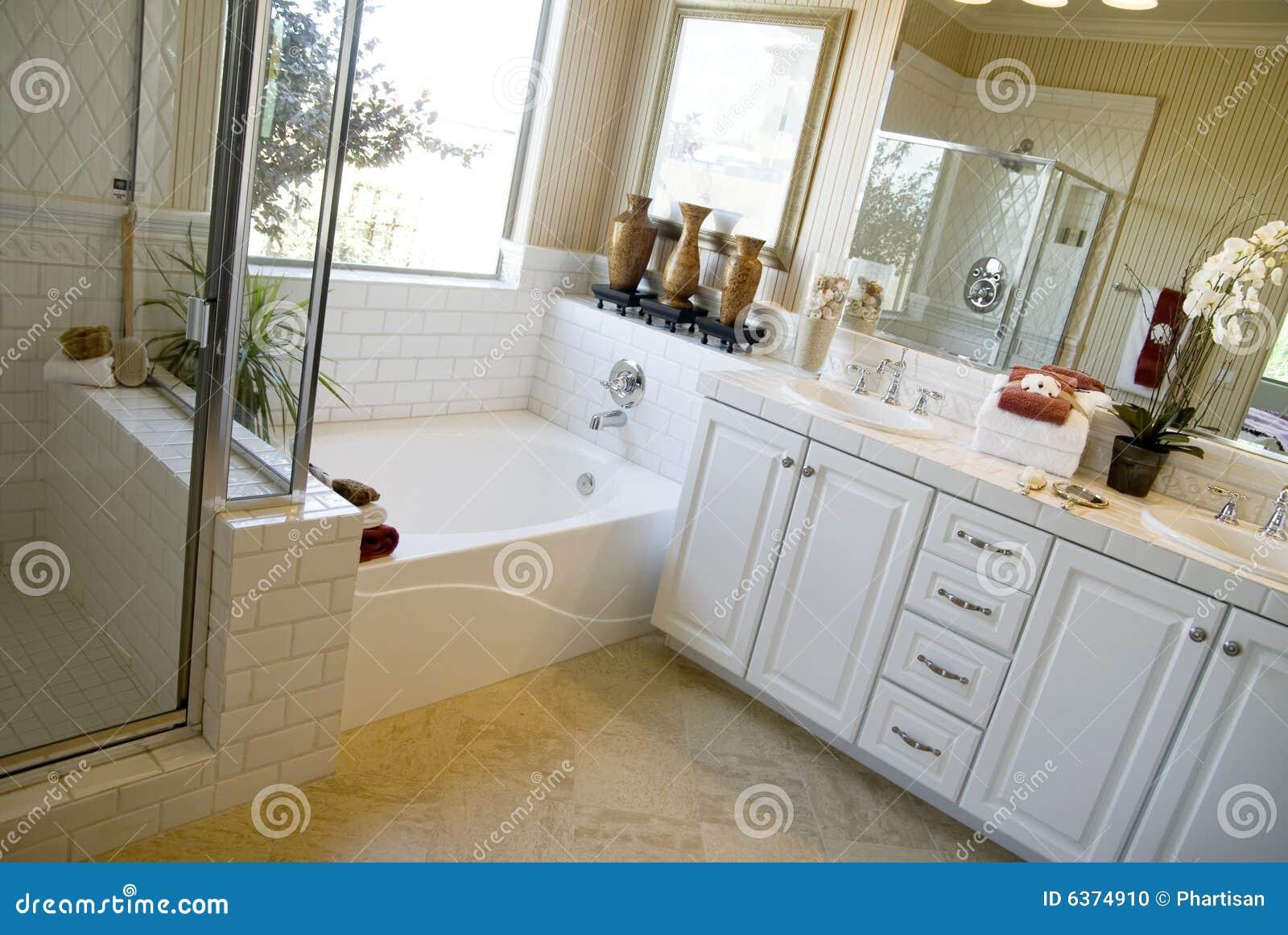 hermosas fotos de diseño de baño Diseo Interior Del Cuarto De Bao Hermoso Foto De Archivo