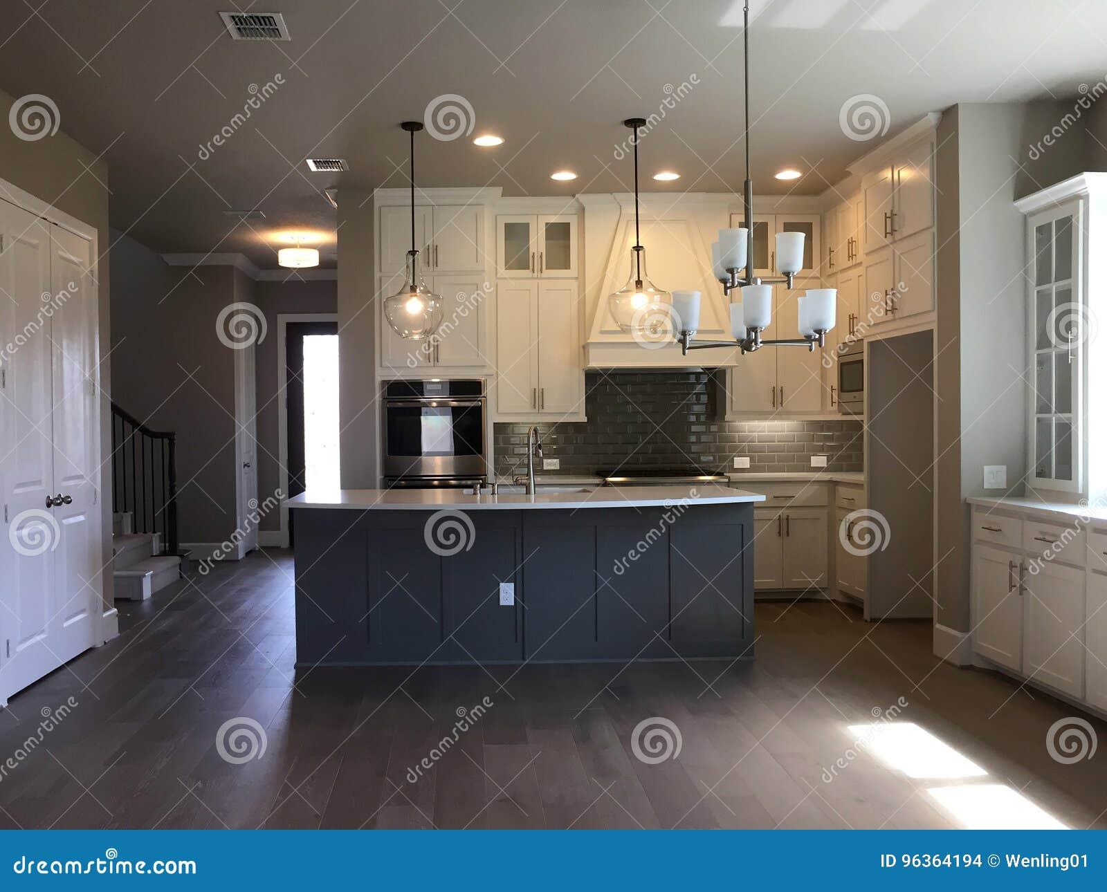 Diseño Moderno Agradable De La Cocina De Una Nueva Casa Foto de ...