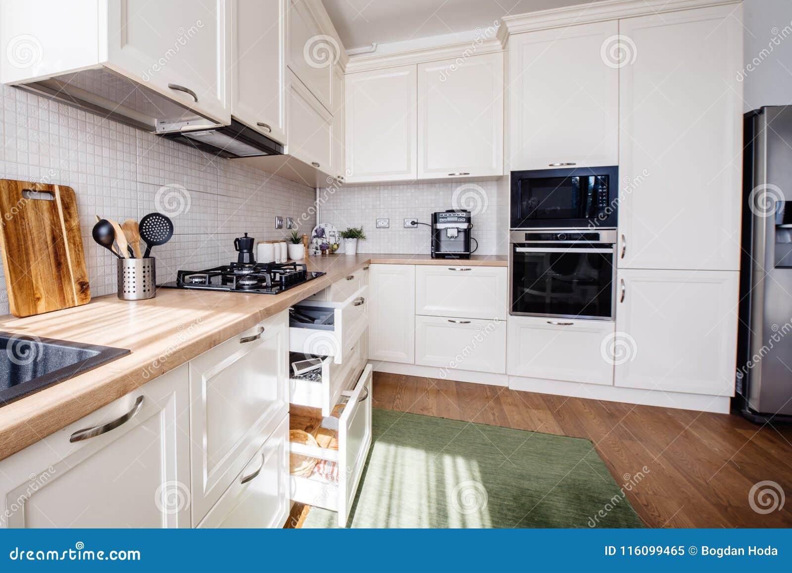 Diseño Moderno De La Cocina, Nuevos Muebles Y Nuevo Hogar ...