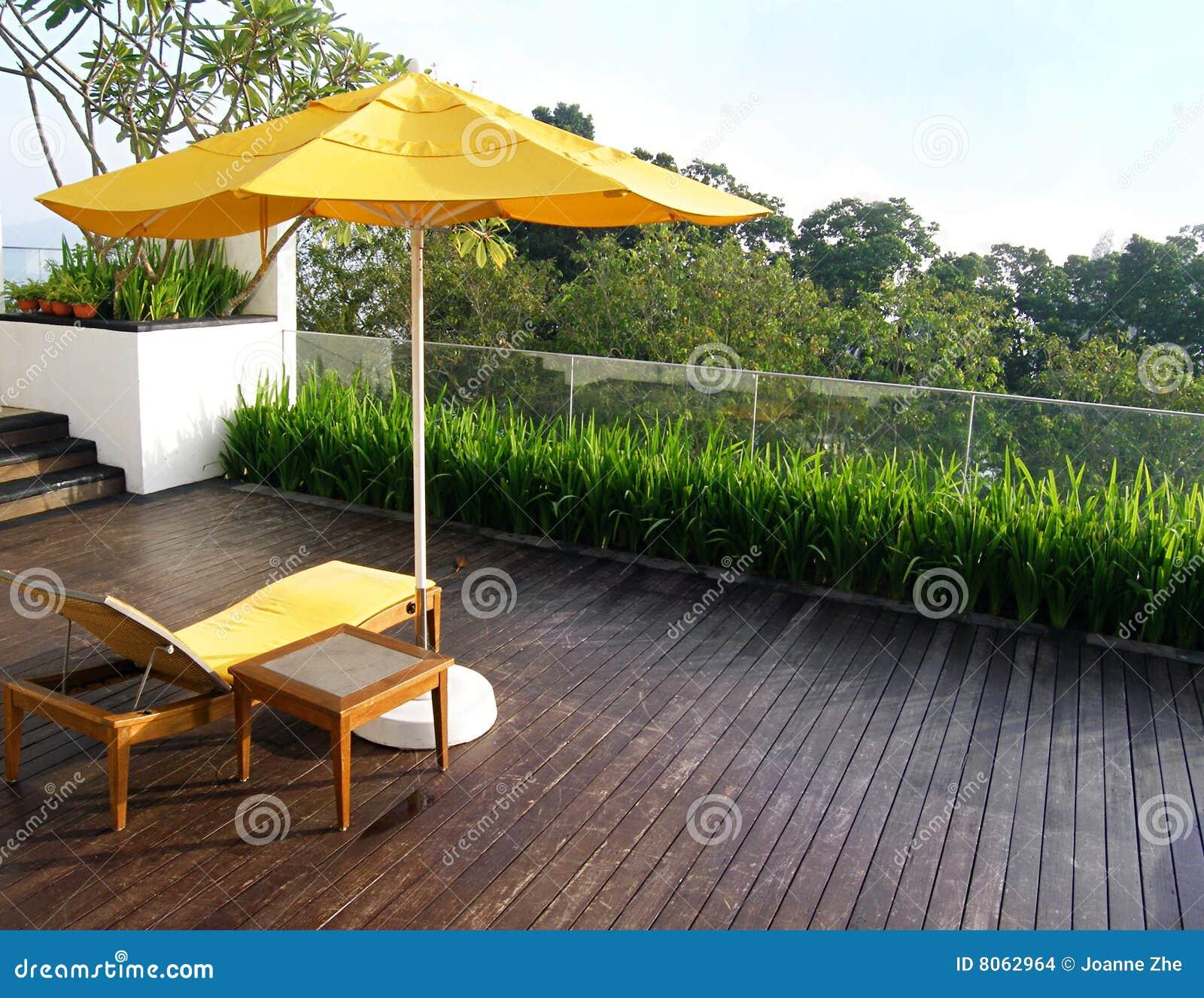 Dise o superior del patio del jard n de la azotea foto de for Jardin en azotea diseno