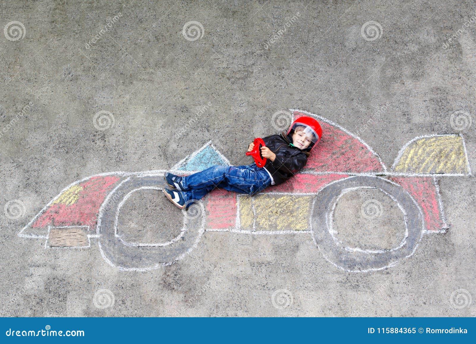 Disegno Di Bambino Che Corre : Disegno adorabile del ragazzo del bambino con limmagine variopinta