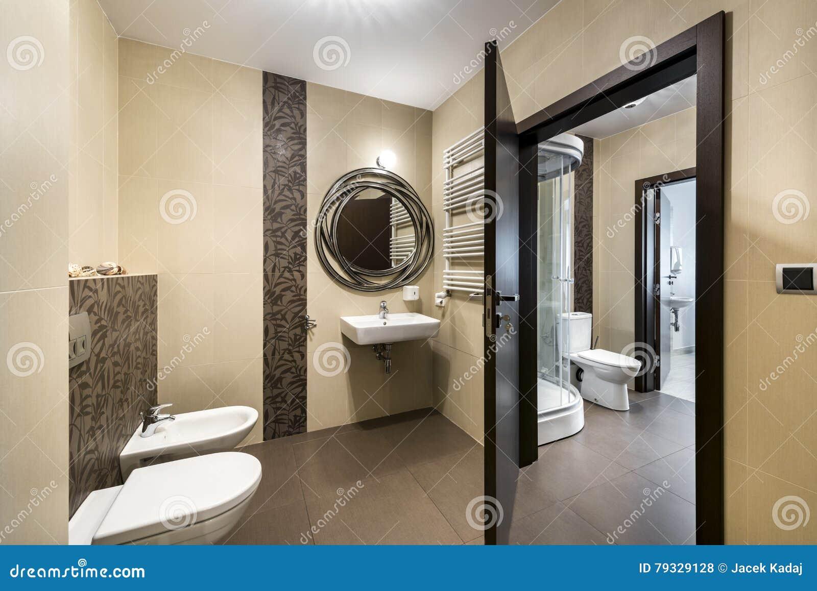 Sala Da Bagno Moderna : Disegno interno della stanza da bagno moderna fotografia stock