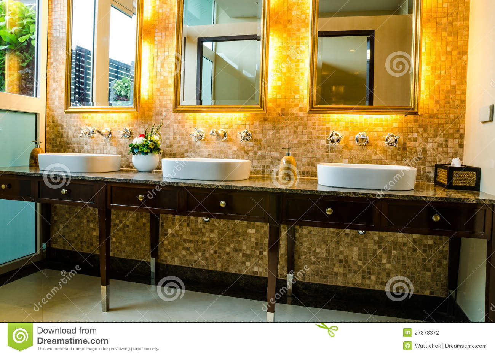 Disegno interno di una stanza da bagno fotografia stock for Disegno stanza