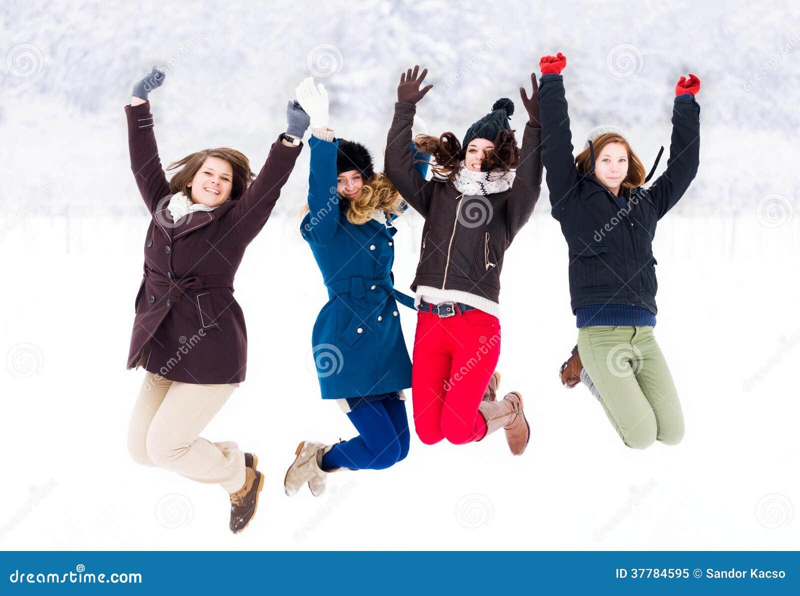 Disfrutar de invierno con los amigos
