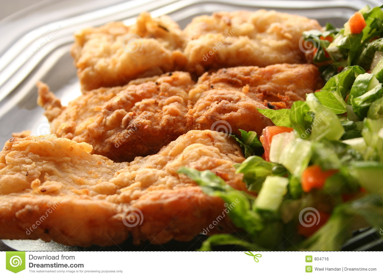 Dish салат выкружки зажаренный рыбами