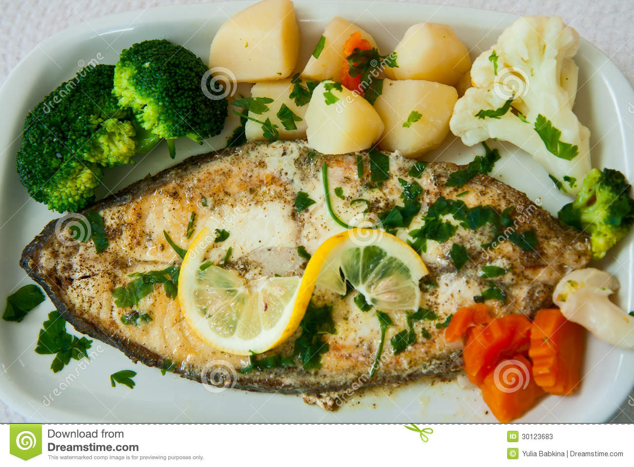 Fried fish with vegetables stock photos image 30123683 for Fish with vegetables