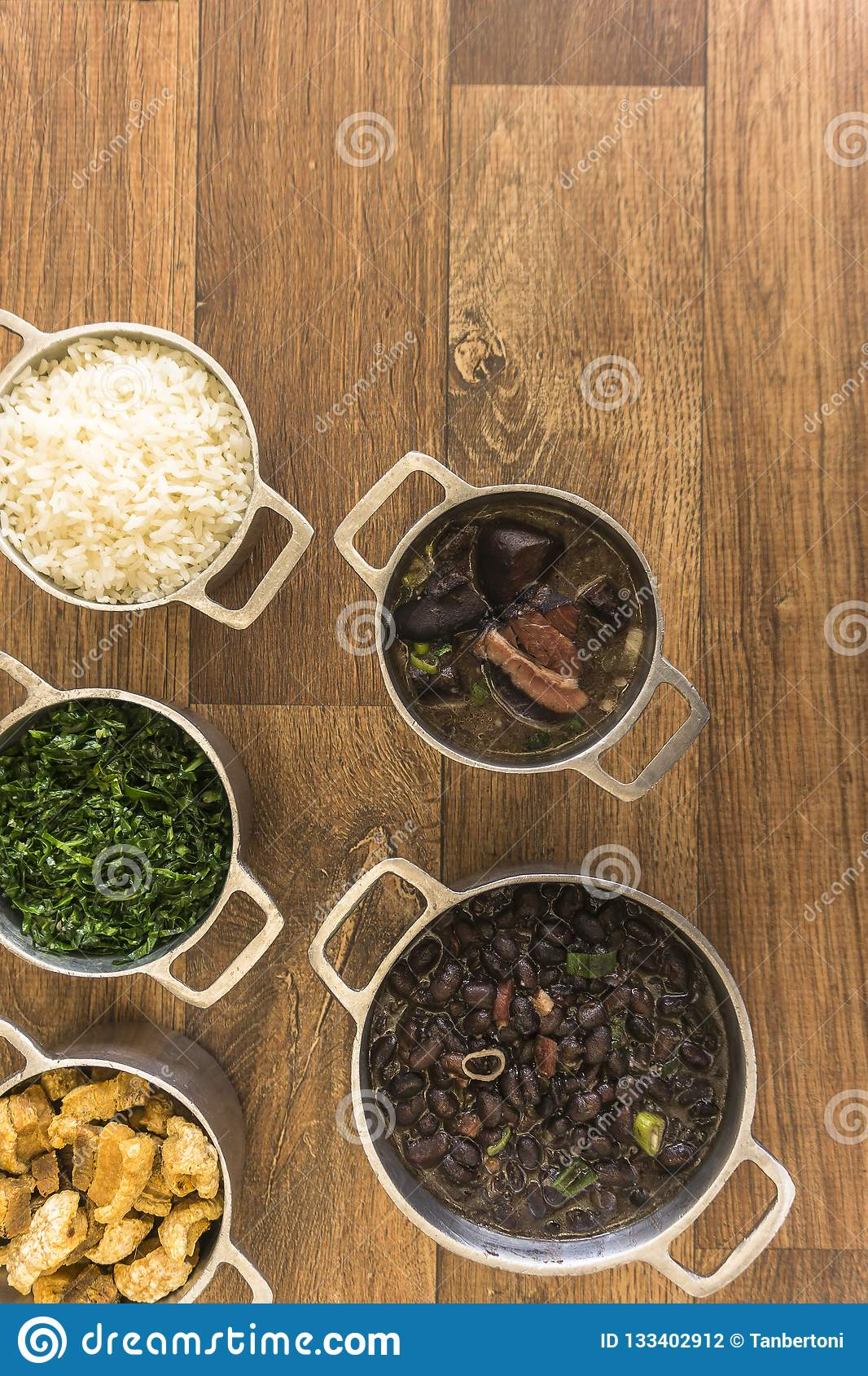 Dishes that are part of the traditional feijoada, typical Brazilian food