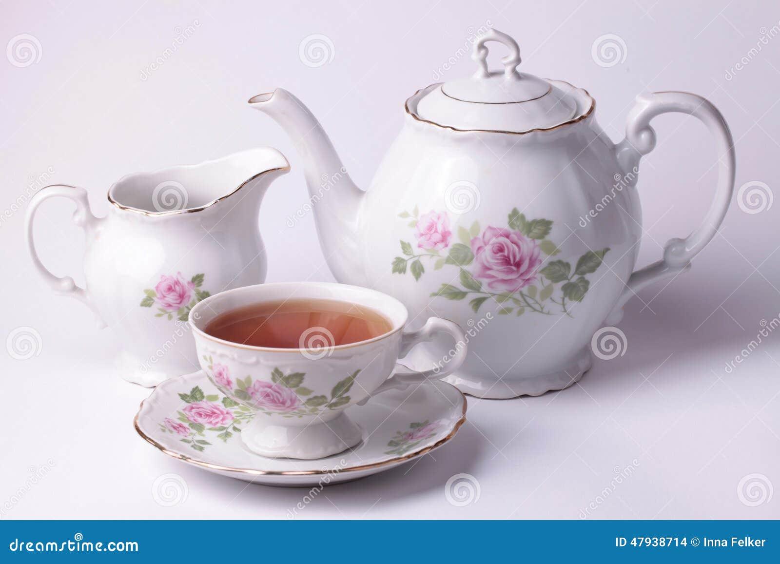 Dishware floral del juego de t blanco foto de archivo for Porcelana en ingles
