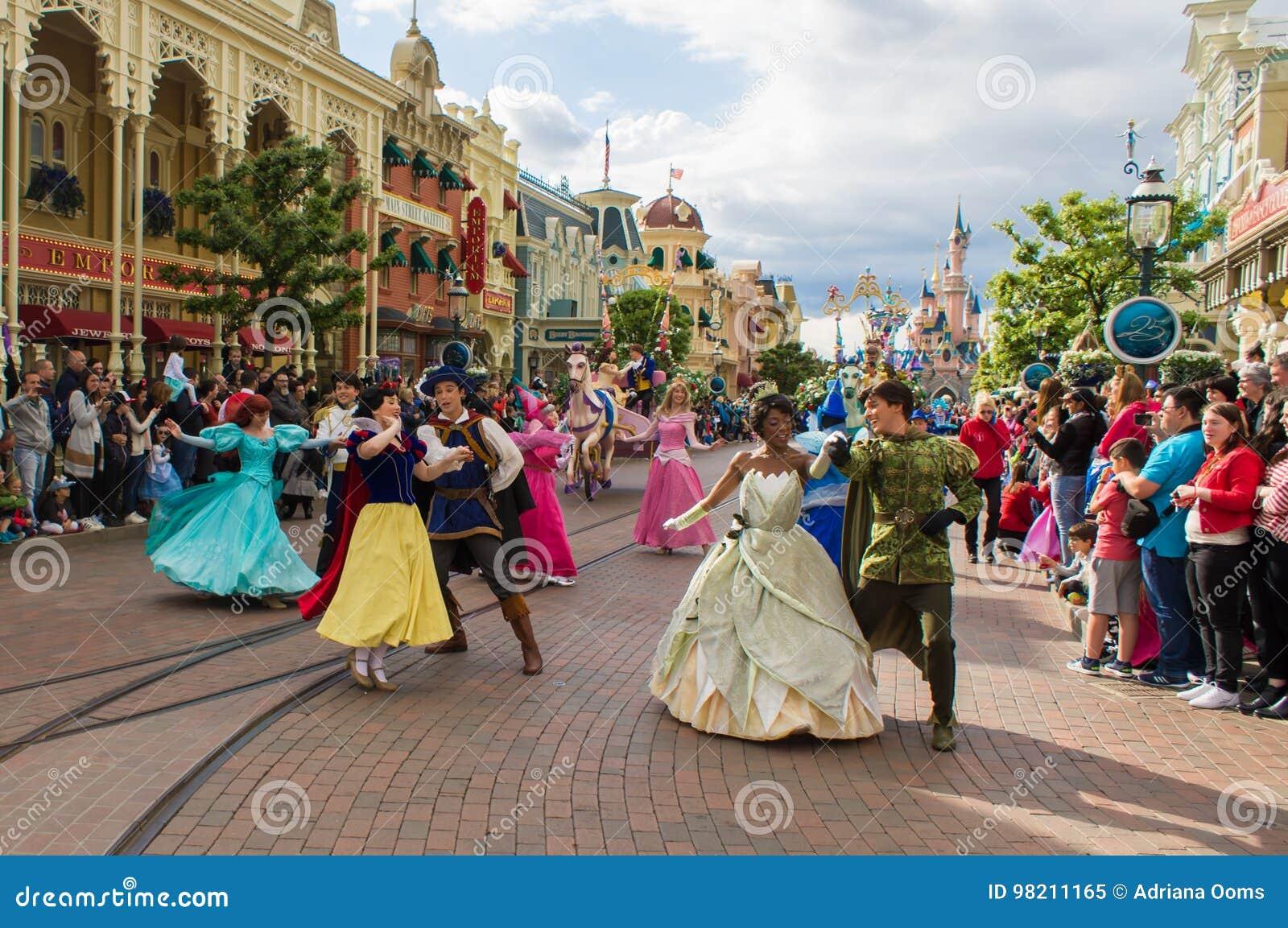 Disney gwiazdy na paradzie