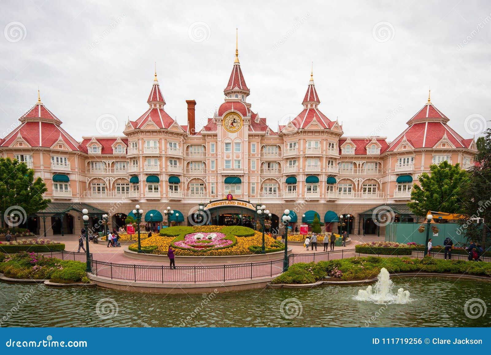 Disney Hotel Bei Disneyland Paris Redaktionelles Foto Bild Von