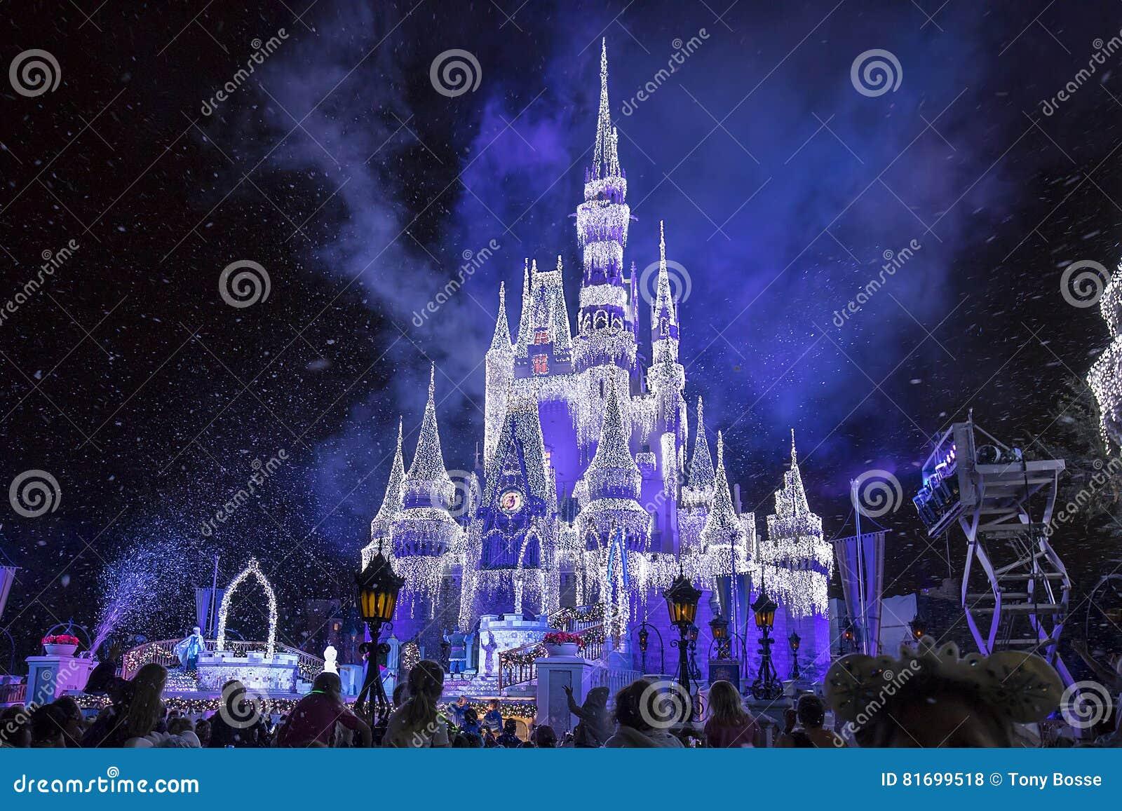 Cinderella Castle Christmas.Disney S Cinderella Castle With Christmas Icicles Editorial