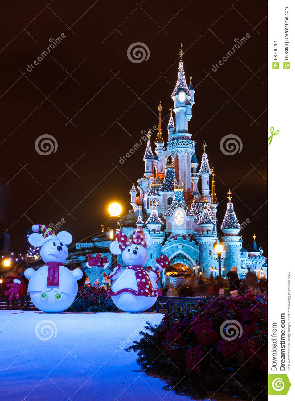Disneyland paris castle at night with christmas for Decoration en france